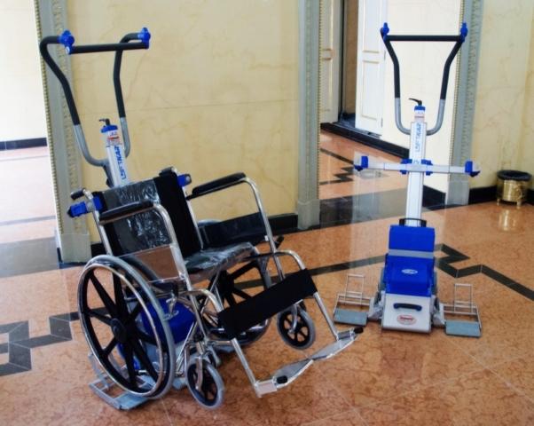 Silla sube escaleras eléctrica PT Plus con silla de ruedas - teatro Colón Bogotá - Smart Motion S.A.S.